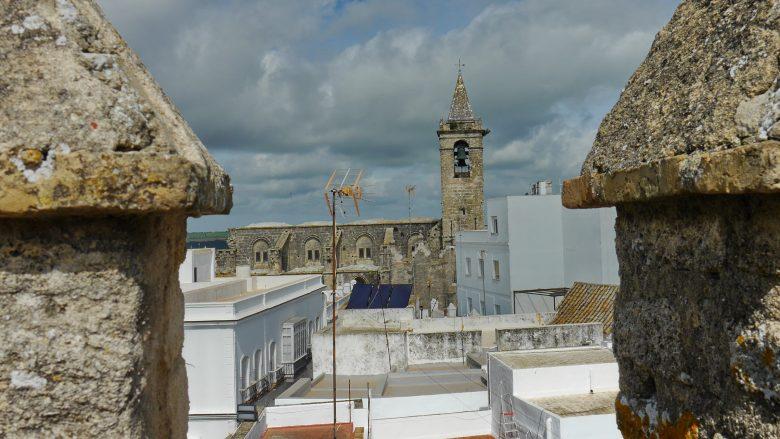Blick von Castillo auf die Kirche Divino Salvador