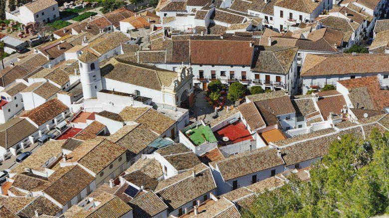 Blick vom Burgberg auf die Altstadt von Zahara de la Sierra