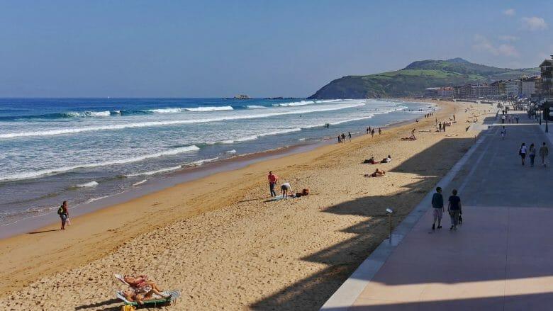 Strand und Promenade von Zarautz