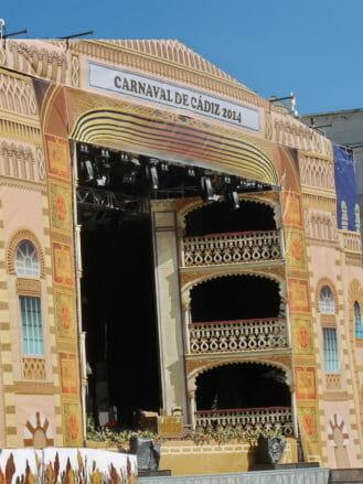 Große Bühne im Zentrum von Cádiz