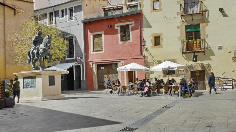 Platz in der Altstadt von Cuenca mit Reiterstandbild von Alfonso VIII (1155-1214)