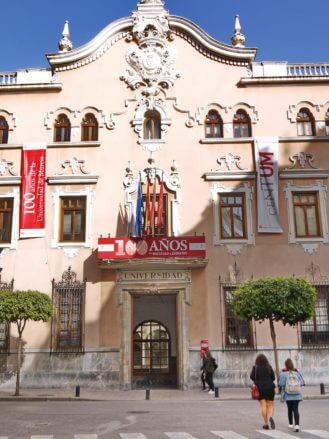 Eingang der Universität von Murcia