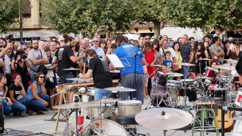 Musikfest auf der Plaza del Castillo