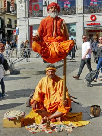 Lebende Statuen auf der Plaza del Sol in Madrid