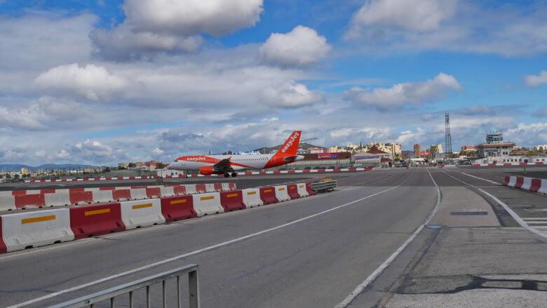 Der Flughafen von Gibraltar trennt das britische Überseegebiet von Spanien