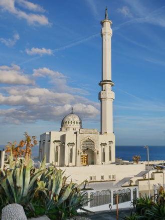 Die Ibrahim-al-Ibrahim-Moschee an der Südspitze von Gibraltar