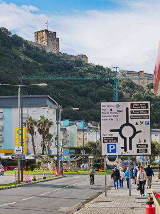 Die Zufahrtsstraße in die City von Gibraltar