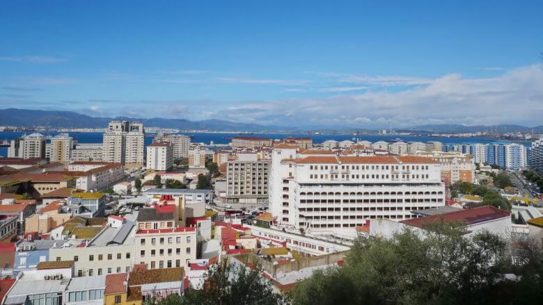 Schmucklose Neubauten prägen das Stadtbild von Gibraltar