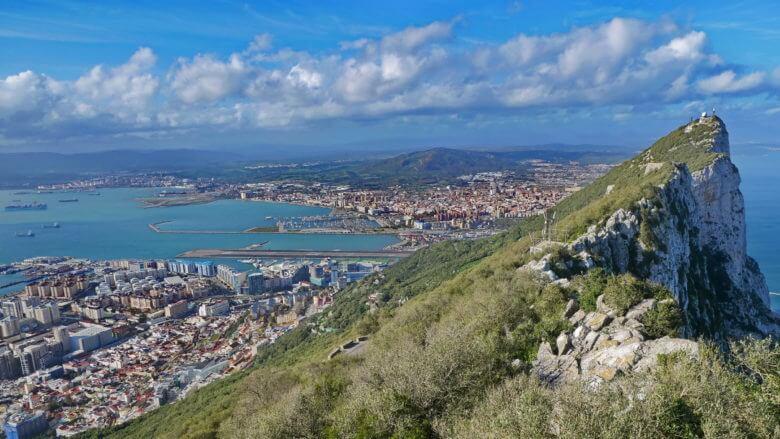 Der Rock Gun mit Gibraltar und La Línea de la Concepción