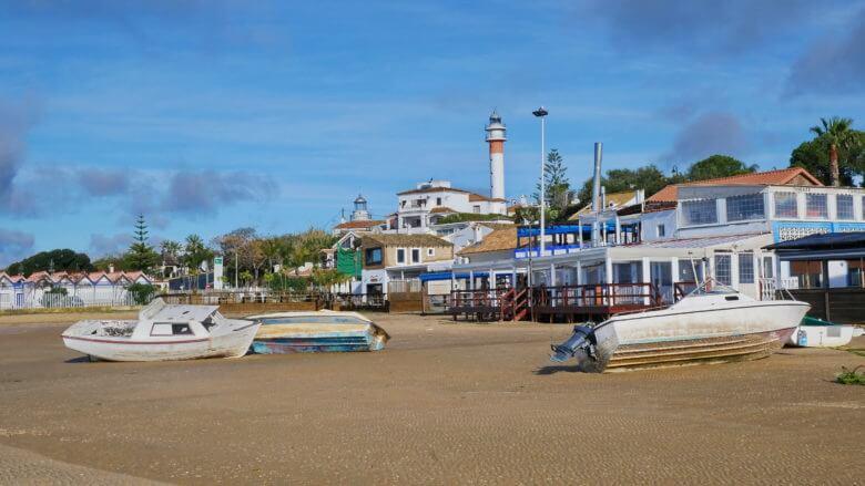 Boote am Strand von El Rompido