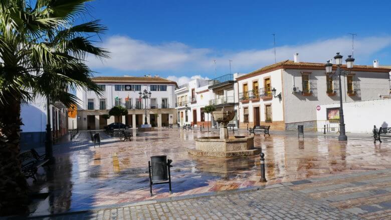 Die Plaza de Santa María mit dem Rathaus von Niebla