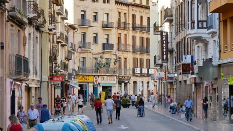 Auf dem Coso in Huesca