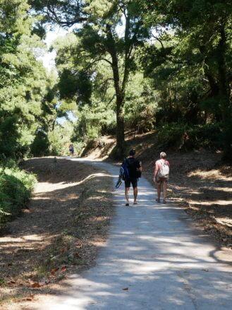 Spaziergänger auf der Ruta Monte Faro