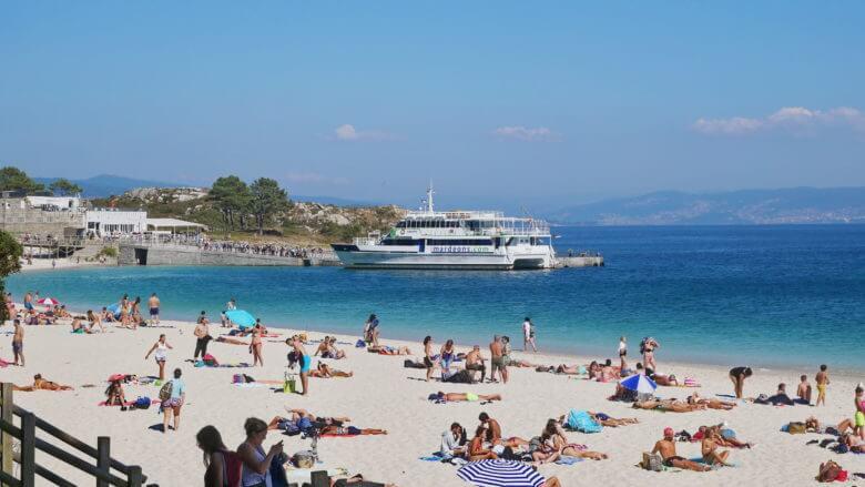 Strand Area das Rodas vor der Schiffsanlegestelle der Illas Cíes