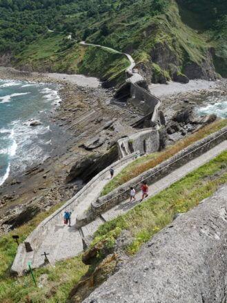 Fussweg zur Insel Gaztelugatxe