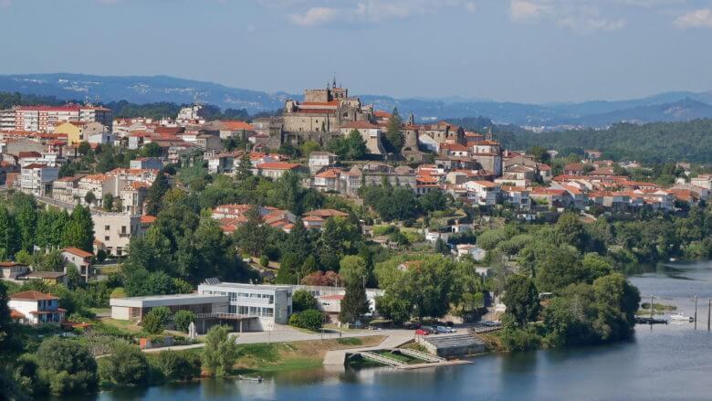 Blick von Valença auf die Stadt Tui