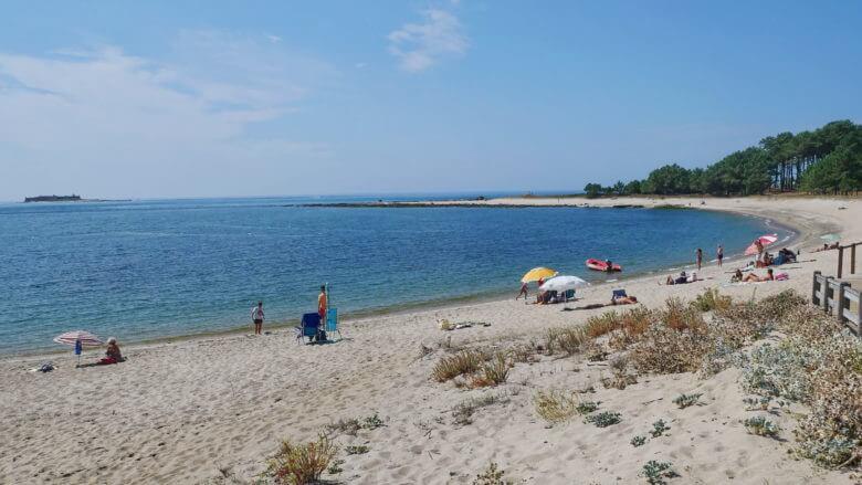 Am Strand Praia da Lamiña an der Mündung des Flusses Miño