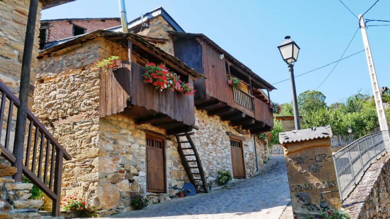 Häuser im Dorf Orellán