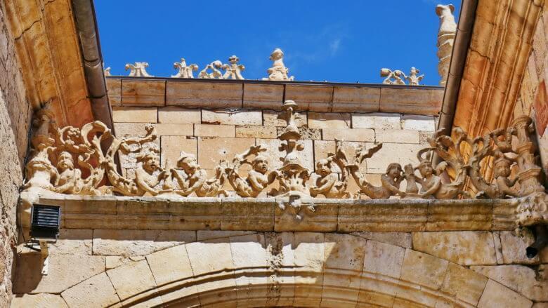 Fassade der Universität von Salamanca